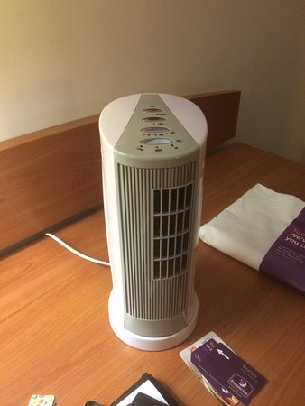 Premier Inn Middlesbrough Central South Hotel: Black mould in bathroom ,Air con is a small fan full of dust?