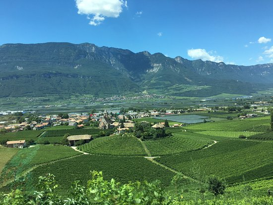 Montagna, Italia: Valley below the hotel