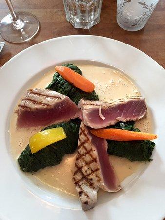Dubendorf, Suíça: Grillierter Thunfisch