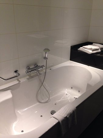 badkamer - Foto van Van der Valk Hotel Duiven bij Arnhem A12, Duiven ...