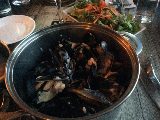 Rimouski, Καναδάς: Moules frites au curry