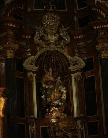 Aspe, Espanha: Imagen de Nuestra Sra. del Socorro, titular de la Basícila y cabecera del Altar Mayor.