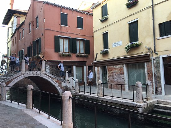 Locanda Ca' Zose: Lovely location, it is yellow building next to canal