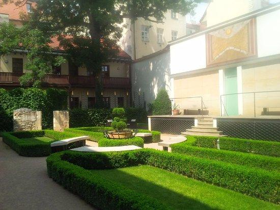 Augustine, a Luxury Collection Hotel, Prague: Garden Courtyard