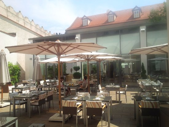 Augustine, a Luxury Collection Hotel, Prague: Outdoor restaurant