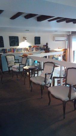 Hotel Scalzi: Zona de lectura encima de recepción