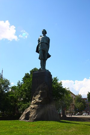 Gorky Statue : Памятник М. Горькому