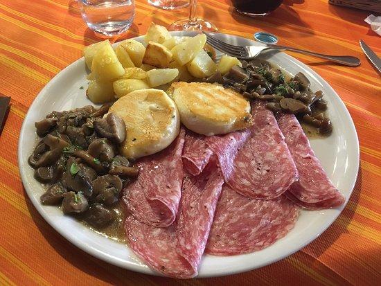 Piatto Unico Boscaiolo E Spiedo Né Di Carne Foto Di