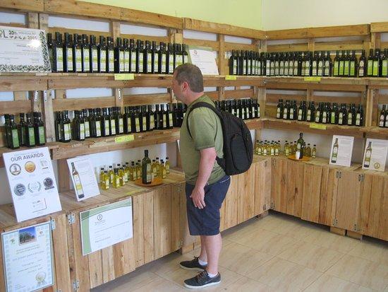Kfar Cana, Israel: Shopping for olive oil