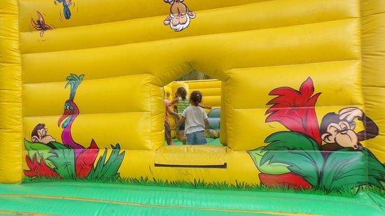Ballan-Miré, France : jeux gonflables