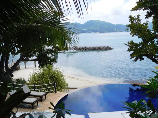 Cerf Island, Seychelles: Pool an der Rezeption