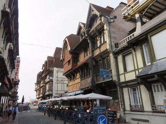 La Salamandre : Wonderful row of houses