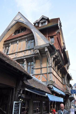 La Salamandre : Phantstic building