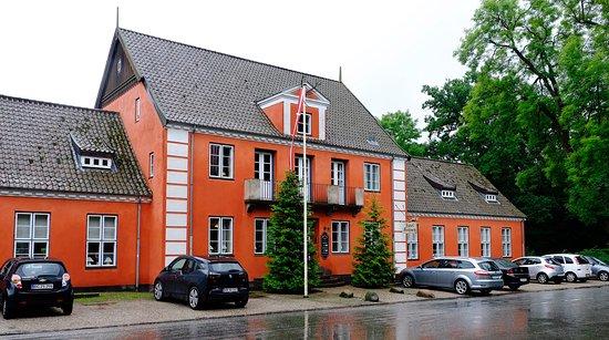 Lyngby, Dinamarca: Inngansparti med parkeringsplasser