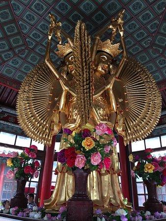 Kaifeng, China: 大相国寺観音像