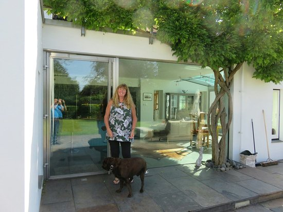 Betchworth, UK: Some photos of Bovey cottage featuring host Linda