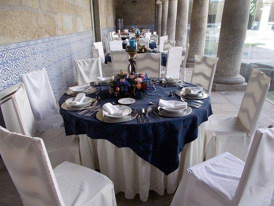 Alpendurada e Matos, โปรตุเกส: Tables in the internal courtyard