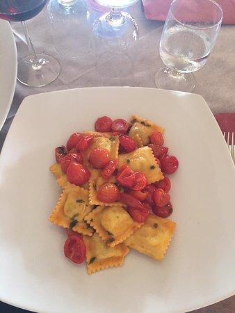 Torpe, Italien: Ravioli di ricotta e pomodorini ✨