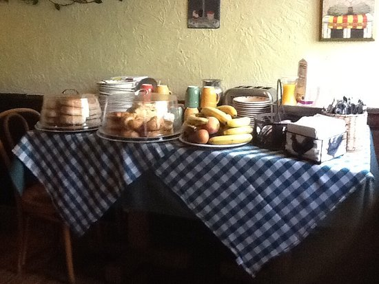 Averill Park, NY: Breakfast  buffet table in the small dining room