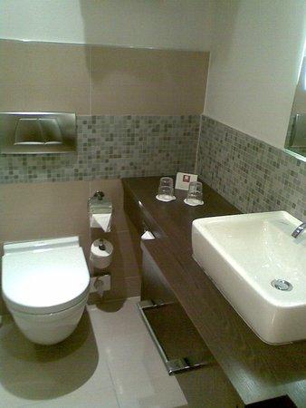 Badezimmer WC - Bild von Leonardo Hotel Vienna, Wien - TripAdvisor