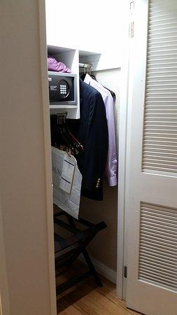 Costa Mesa, CA: Very tiny closet.