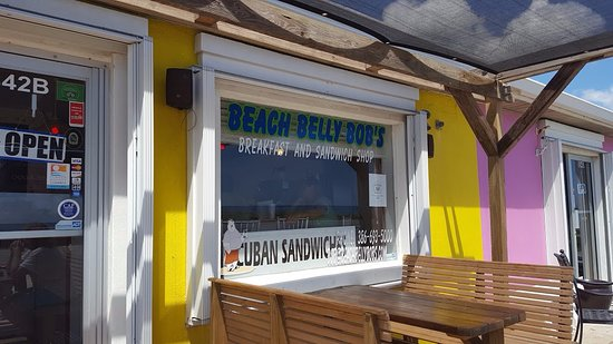 Flagler Beach, FL: Front of store, it was hot but we sat outside and it wasn't bad.