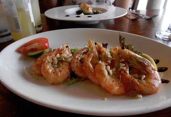 Jackson's Bistro: Prawns in Garlic and Scallops in the distance.