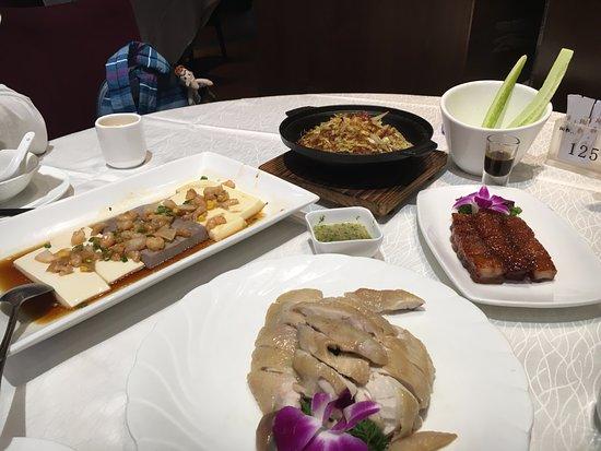 Bingsheng Pinwei Restaurant (Haiyin) : 左邊的豆腐很好吃