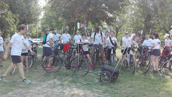 Caselle di Sommacampagna, Italia: Gruppi di cicloturisti