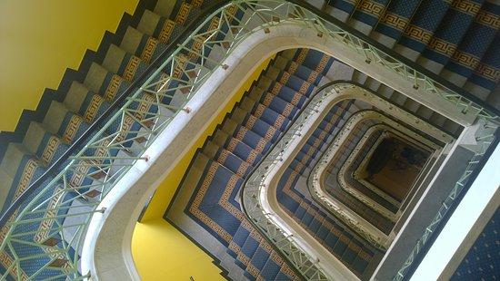Art Deco Imperial: Treppenhaus von oben