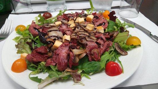 Saint-Brice-en-Cogles, فرنسا: salade de gesiers