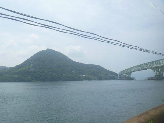Suooshima-cho, Japón: 大島大橋の先
