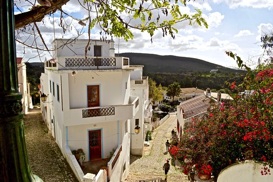 Alte, Portugal: small quiet town with lovely little houses