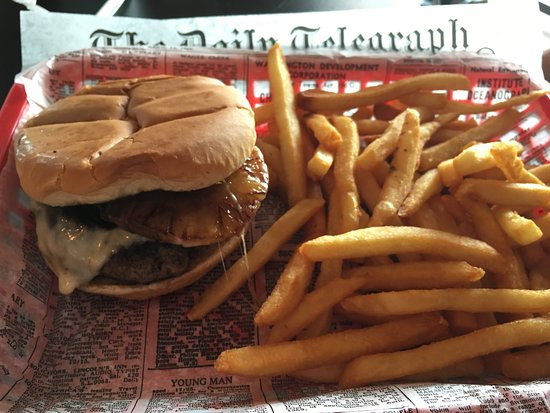 Clarkesville, GA: Honolulu burger and fries was great!