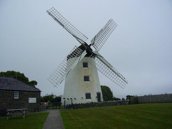 Llanddeusant, UK: The windmill