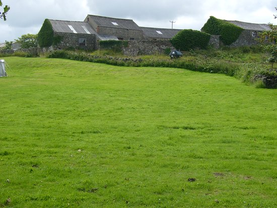 Llanddeusant, UK: View up the field from Robs Rest