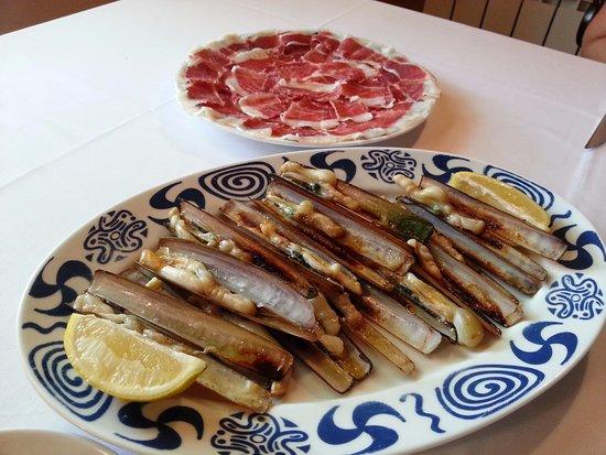 Rois, Spania: Deliciosa comida cocinada con mucho cariño y productos de primera calidad.