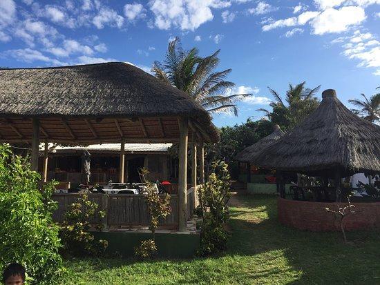 Ponta do Ouro, Mozambique: Um restaurante com uma vista para o mar, excelente comida. Uma combinação de comida moçambicana