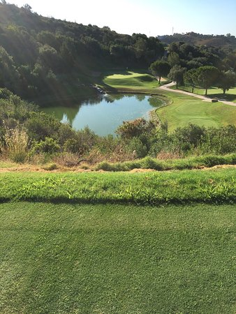 Marbella Golf & Country Club: 3rd hole, over the pond