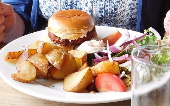 Moelfre, UK: Crab and lobster burger