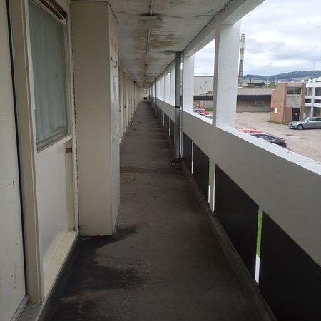 Hallmark Hotel Aberdeen Airport Dirty Walkway Walls Ceiling