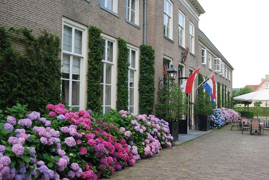 Vollenhove, The Netherlands: Hotel entrancea and terrace