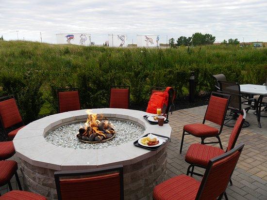 Residence Inn Calgary Airport: Man kann auch aussen essen