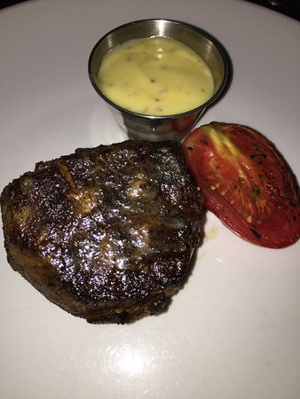 Oak Steakhouse: Amazing steaks!