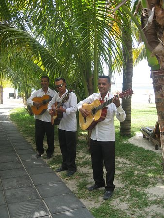 Beachcomber Dinarobin Hotel Golf & Spa: Wedding singers