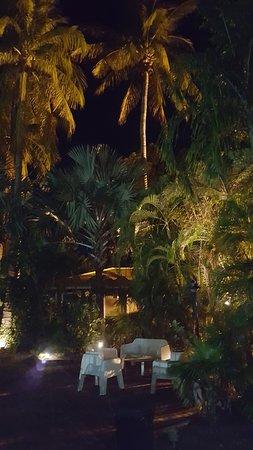 Ibis Styles Kununurra: Outdoor sitting area near the restaurant