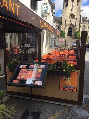Chateaulin, France: Très belle terrasse et agréable
