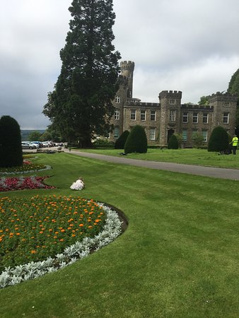 Merthyr Tydfil, UK: Well maintained gardens at Cyfarthfa Castle