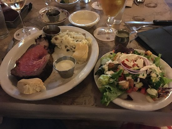 Peachtree City, GA: Prime Rib and house salad
