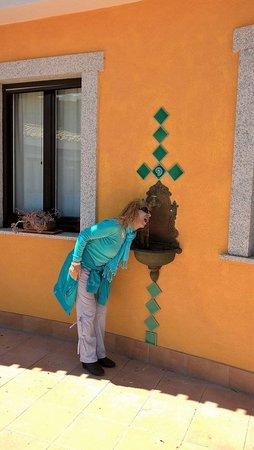 Villagrande Strisaili, إيطاليا: Mi dissetto alla fontanella !
